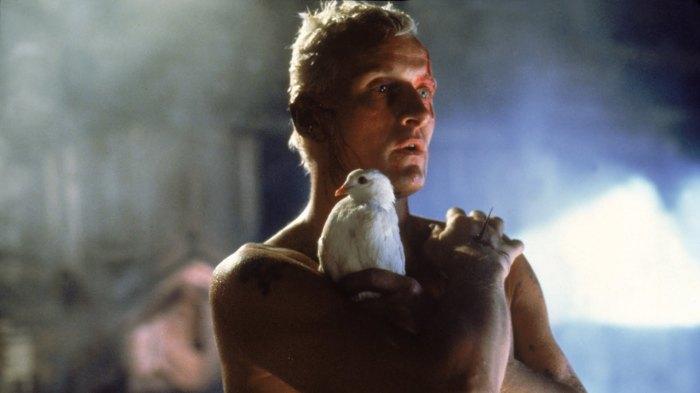 Rutger Oelsen Hauer como Roy Batty, em