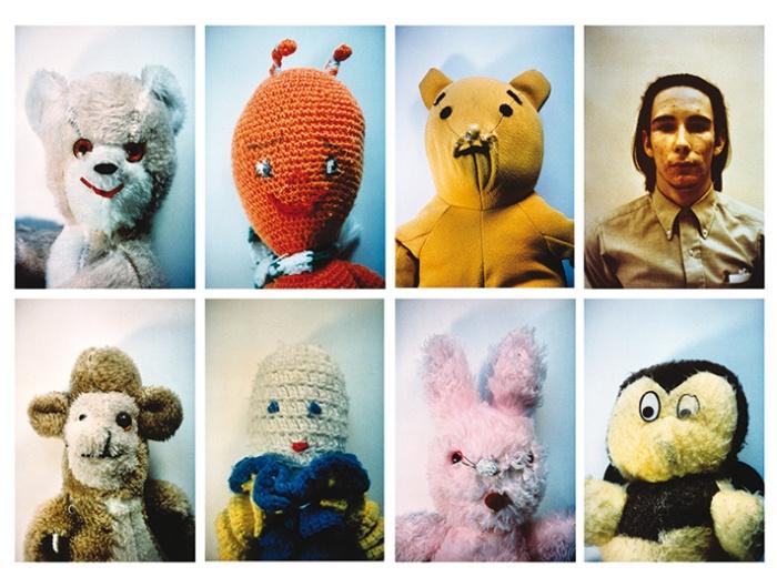 "Mike Kelley, ""Ahh..Youth"", 1991. 8 Fotografias de 60x45,7cm, Museum Boijmans Van Beuningen, Rotterdam."