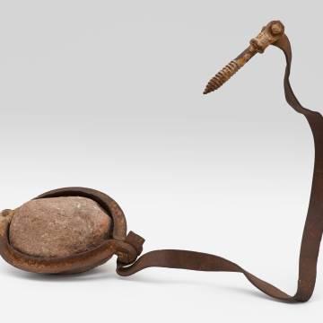 Imagem de capa. Escultura. Objeto. Robert Rauschenberg. Metal. Ferrugem.